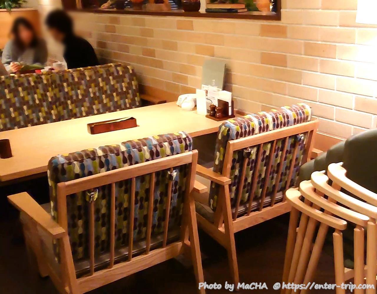 店内雰囲気 4人掛けテーブル席・椅子