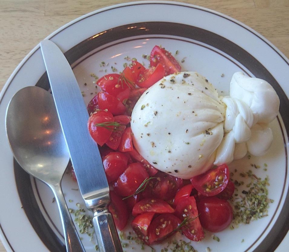 たっぷりトマトと東京ブッラータ